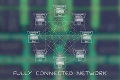 Ordinateurs portables dans une structure de réseau entièrement reliée avec la légende photographie stock libre de droits