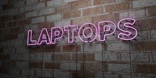 ORDINATEURS PORTABLES - Enseigne au néon rougeoyant sur le mur de maçonnerie - 3D a rendu l'illustration courante gratuite de red Images stock