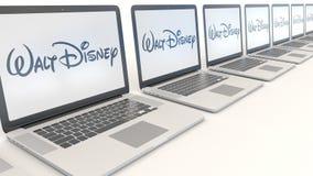 Ordinateurs portables modernes avec le logo de Walt Disney Pictures Rendu conceptuel de l'éditorial 3D d'informatique Photo libre de droits