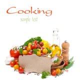 Ordinato dei pomodori ciliegia, del petrolio, delle erbe e della carta per la ricetta Fotografia Stock Libera da Diritti