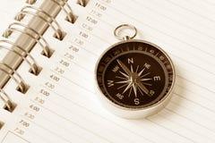 Ordine del giorno e bussola del calendario fotografia stock