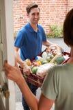 Ordine di acquisto di Delivering Online Grocery del driver Immagini Stock