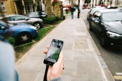 Ordini una carrozza di Uber Fotografie Stock