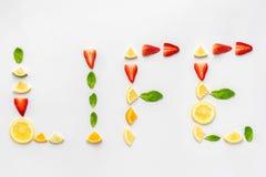 Ordliv som göras med sund frukt Arkivfoton