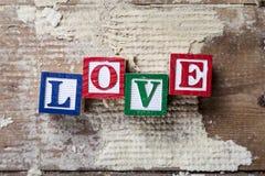 "Ord""LOVE"" på gammal wood bakgrund Royaltyfri Foto"