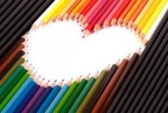ordna pastellfärgad blyertspennaform för färgrik hjärta Royaltyfri Bild