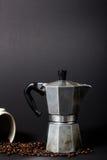 Ordna till för att göra det mest fina kaffet Arkivbild