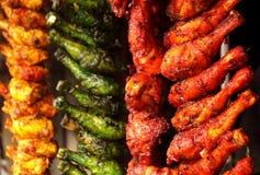 Ordna till för att laga mat höna Fotografering för Bildbyråer