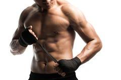 Ordna till till att slåss, isolat, boxas slå in hans händer Royaltyfri Bild