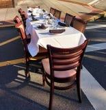 Ordna till till Dine Al Fresco på äta middag under stjärnahändelsen royaltyfri fotografi