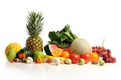 ordnad färgrik fruktgrupp Arkivbilder