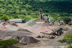 Ordnende Steinbruch-Steinproduktion Lizenzfreies Stockfoto