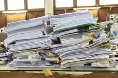 Ordner mit Dokumenten und wichtigen Dokumenten Stockfoto