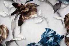 ordning av blåa bruna blommor på tygbakgrund royaltyfri foto