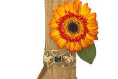 Ordning av blomman med ädelstenen royaltyfria foton