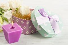 Ordning av blommor, pastellfärgad gåvaask Fotografering för Bildbyråer