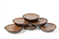 Ordning av sex bruna choklader i skyddande legitimationshandlingar Royaltyfri Bild