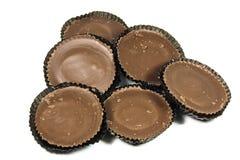 Ordning av sex bruna choklader i skyddande legitimationshandlingar Arkivfoton