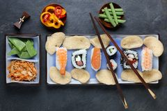 Ordning av sushi med pinnar Royaltyfria Foton