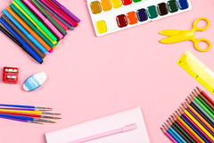 Ordning för skolatillförsel Dra tillbaka till skolabegreppet, kopieringsutrymme Royaltyfria Foton