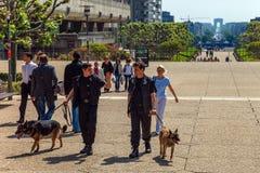 Ordningsvakter i stad Arkivbilder