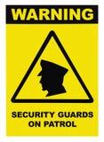Ordningsvakter på tecken för patrullvarningstext märker, isolerat, svart, guling, stor detaljerad makrocloseup arkivfoto