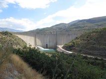 Ordonne le barrage de réservoir, au sud de Grenade en Andalousie photo libre de droits
