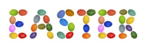 Ordpåsken läggas ut ur ägg Färgrika påskägg på vitbakgrund målade easter ägg arkivfoton