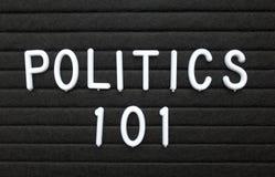 Ordpolitiken 101 i vit text på ett bokstavsbräde Fotografering för Bildbyråer