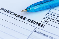 Ordre d'achat avec le stylo bleu dans le  d'office†photographie stock libre de droits