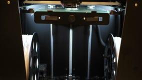 Ordre fonctionnant de l'imprimante 3d trépied Impression avec le filament en plastique de fil sur l'imprimante 3D Imprimante trid