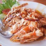 Ordre Fried Shrimp de clients avec de la sauce à tamarinier Pendant le voyage à la plage dans le restaurant célèbre photos libres de droits