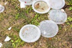 Ordures aveugles de non-biodégradable en plastique à la décharge de déchets image stock