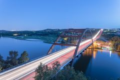 360 ore blu Austin, il Texas, U.S.A. del ponte di Pennybacker Fotografia Stock