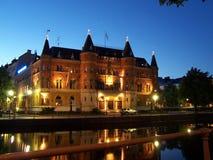 Orebro, Σουηδία - τον Ιούλιο του 2007: Πόλη Orebro στη Σουηδία Όμορφο παλαιό κτήριο τη νύχτα, αρχιτεκτονικό ορόσημο στοκ φωτογραφία με δικαίωμα ελεύθερης χρήσης