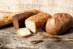 Orecchie del frumento e del pane Fotografie Stock Libere da Diritti