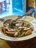 Orecchiette della Puglia con l'insalata di razzo selvaggia Fotografie Stock Libere da Diritti