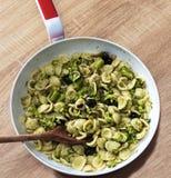 Orecchiette mit Brokkoli stockbild