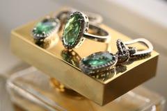 Orecchini d'annata ed anello del diamante Immagine Stock
