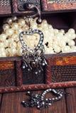 orecchini d'annata sotto forma dei cuori Fotografia Stock