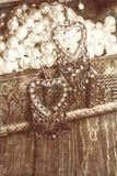 orecchini d'annata sotto forma dei cuori Immagini Stock Libere da Diritti