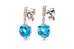 Orecchini del blu del diamante Fotografie Stock Libere da Diritti