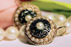 Orecchini della perla Fotografie Stock