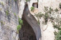 Orecchio della caverna del calcare di Dionysius Orecchio di Dionisio con l'acustica insolita - Siracusa, Sicilia, Italia, fotografia stock libera da diritti