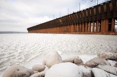 Oredock na Zamarzniętym Jeziornym przełożonym obraz stock