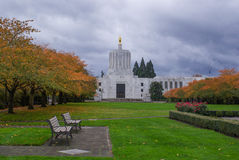 Oregon-Kapitol-Gebäude im Herbst Lizenzfreie Stockbilder