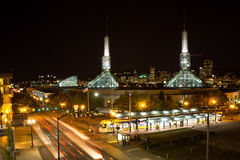 Oregon konventcentrum på natten royaltyfria foton