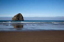 Oregon-Strand auf dem blauen Pazifik stockfoto