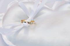 Oreiller d'anneau de mariage Photos stock