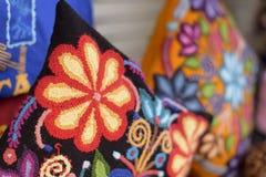 Oreiller ou coussin fait main coloré Photos libres de droits